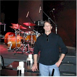 Mike Shaw (with Bill Bruford's drums...) - photoo by M Crouter